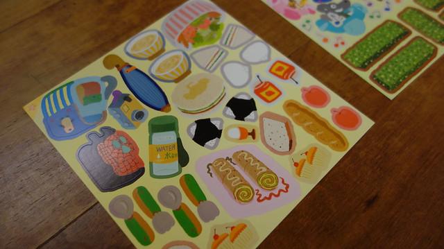 遊樂園野餐組合@《走到哪貼到哪:賴馬的遊樂園遊戲貼紙書》,親子天下