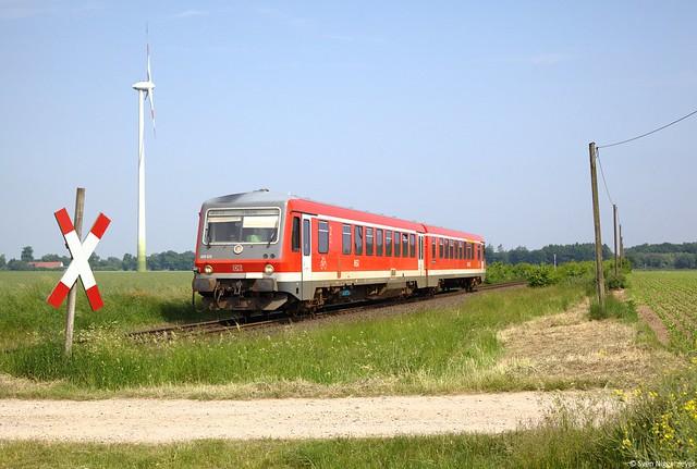 628 525 als RB32 von Bocholt nach Wesel bei Blumenkamp am 8.06.13