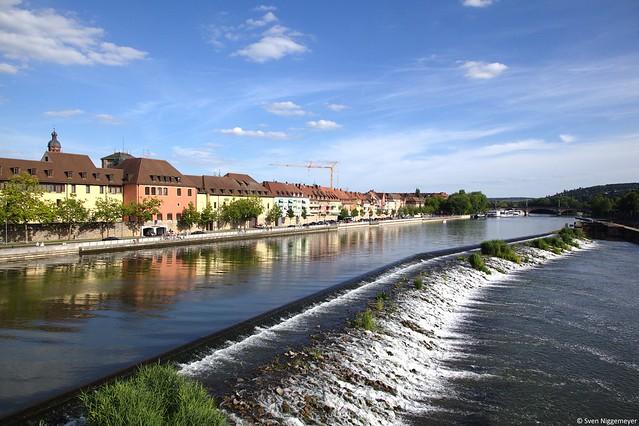 Der Main in Würzburg, fotografiert von der alten Mainbrücke am 28.06.15