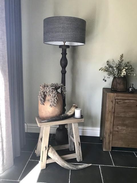 Houten krukje hoorn balusterlamp