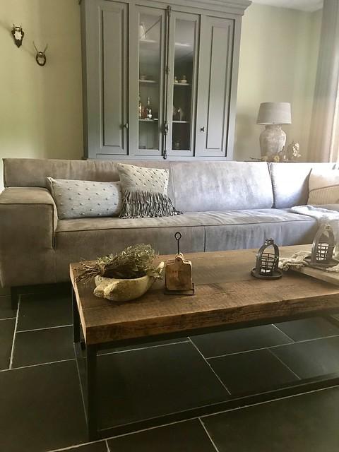Landelijke woonkamer tegelvloer