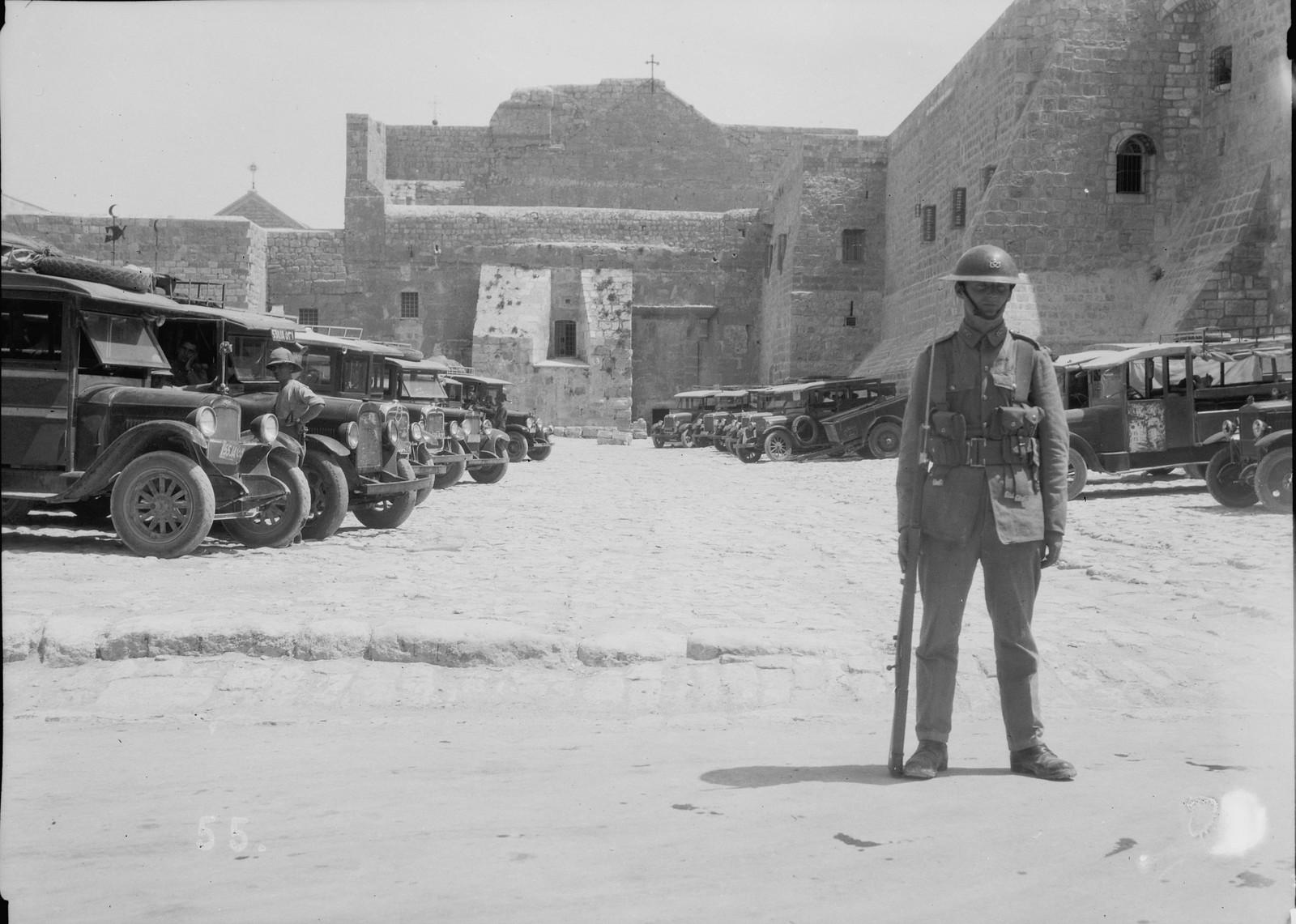 22. 23–31 августа. Военная охрана у церкви Рождества Христова в Вифлееме