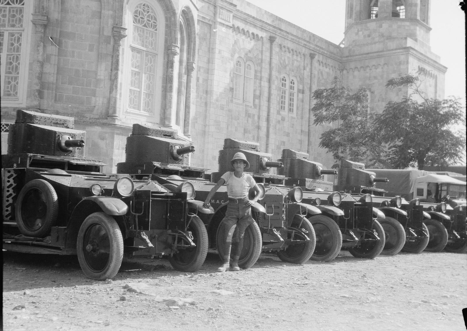 16. 23–31 августа. Британские броневики у стен русского подворья