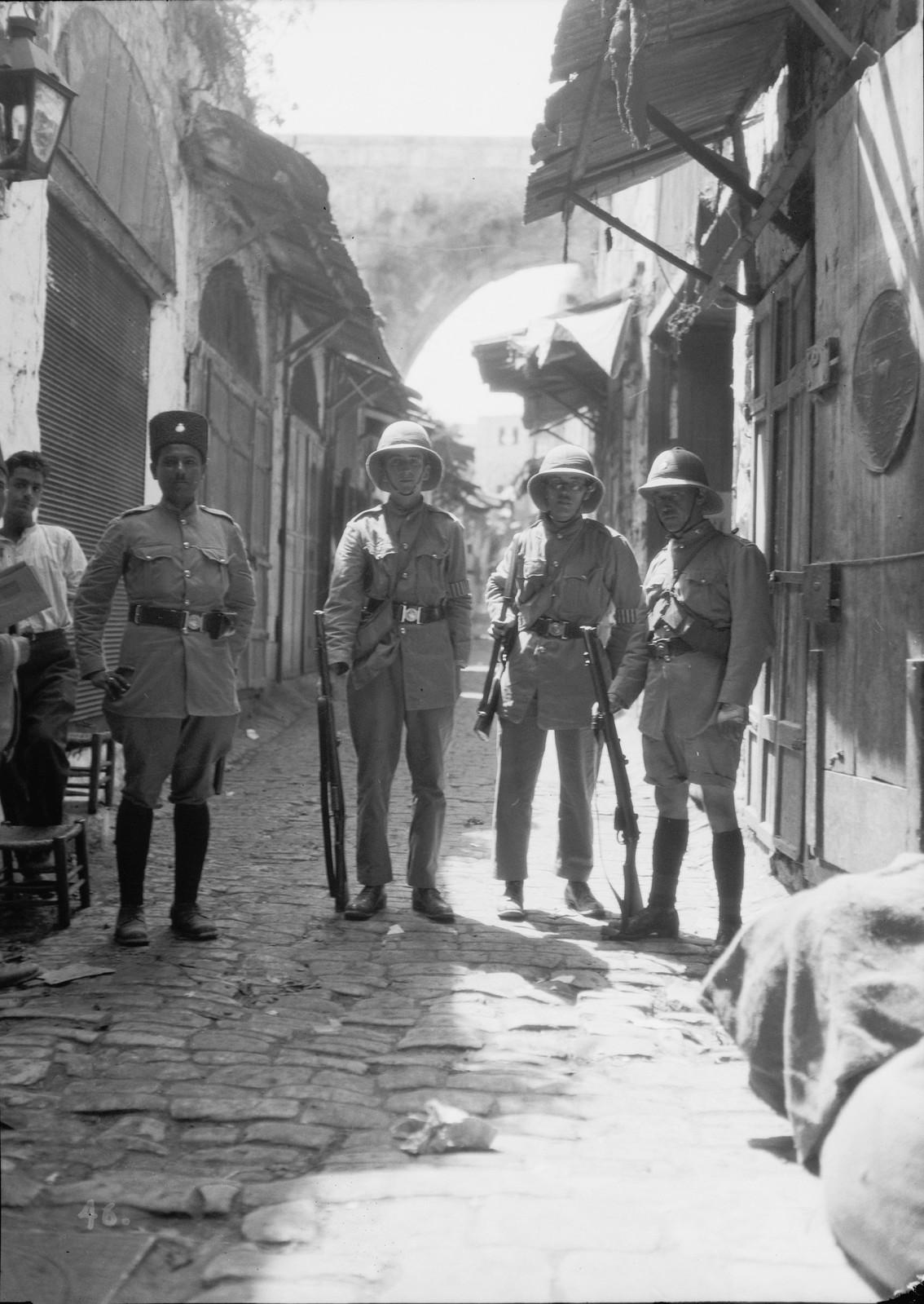 24. 23–31 августа. Отряд британской добровольческой полиции на улице Царя Дэвида в Старом городе
