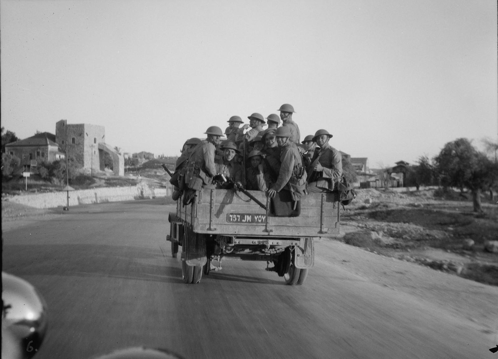 20. 23–31 августа. Британские войска патрулируют шоссе