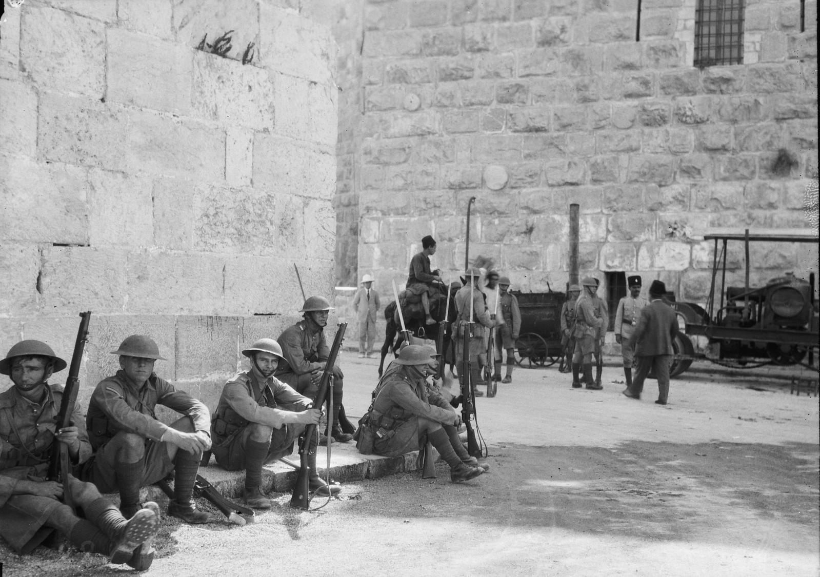 19. 23–31 августа. Британские войска у Яффских ворот на страже во время аорабского насилия