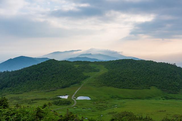 熊沢田代の背後に会津駒ケ岳