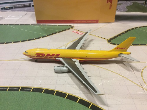 1:400 JCwings DHL A330-200F model review - Airliners net