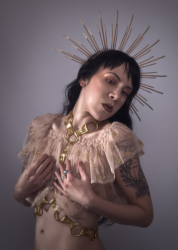 apatico-gold-halo-crown-headpiece-zip-ties-spiked-sunburst-headband-glitter-pvc-harness-metallic-catholic-inspiration-gothic-fashion