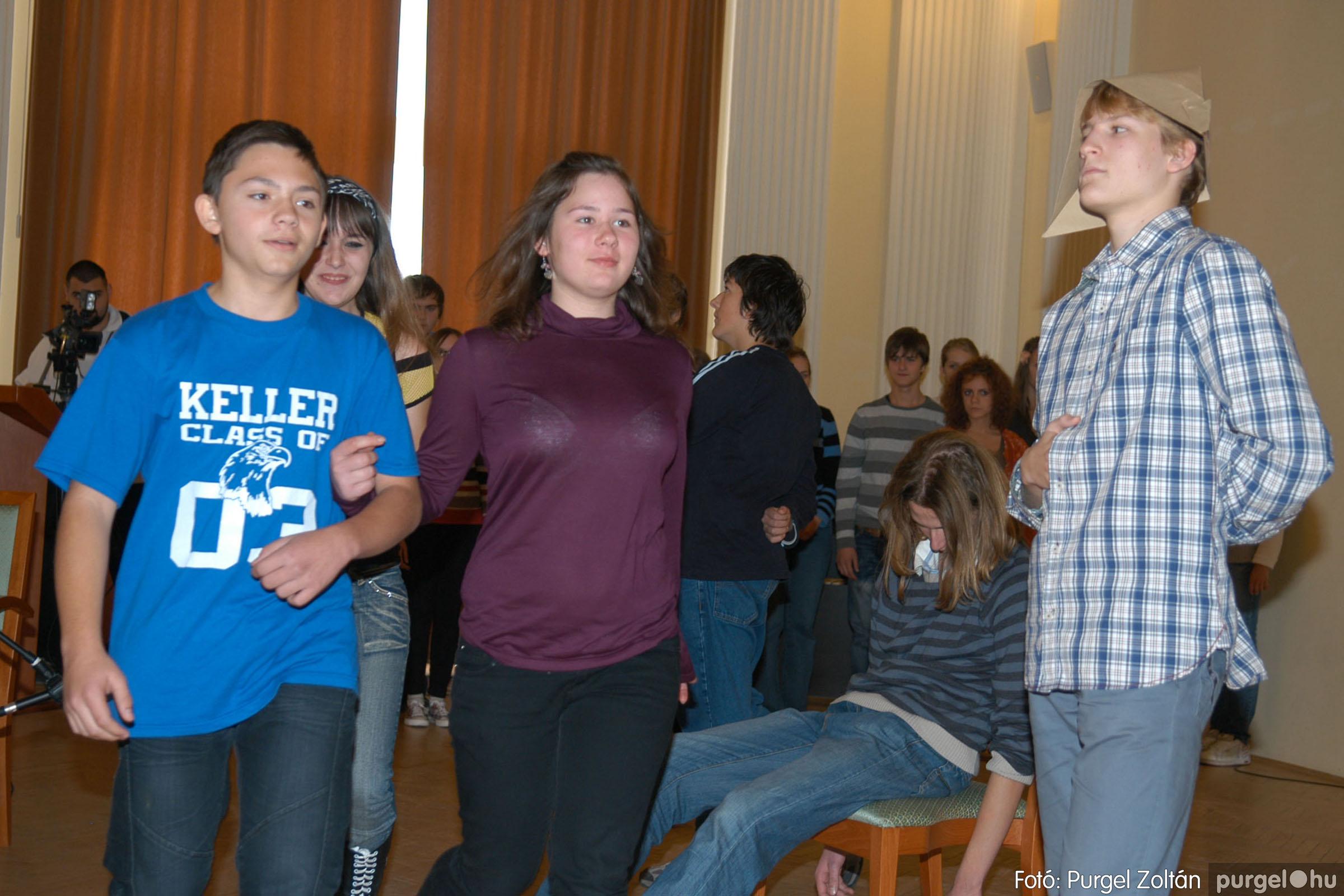 2010.10.28. 106 Szegvár és Vidéke Takarékszövetkezet takarékossági világnap rendezvény - Fotó:P. Z..jpg