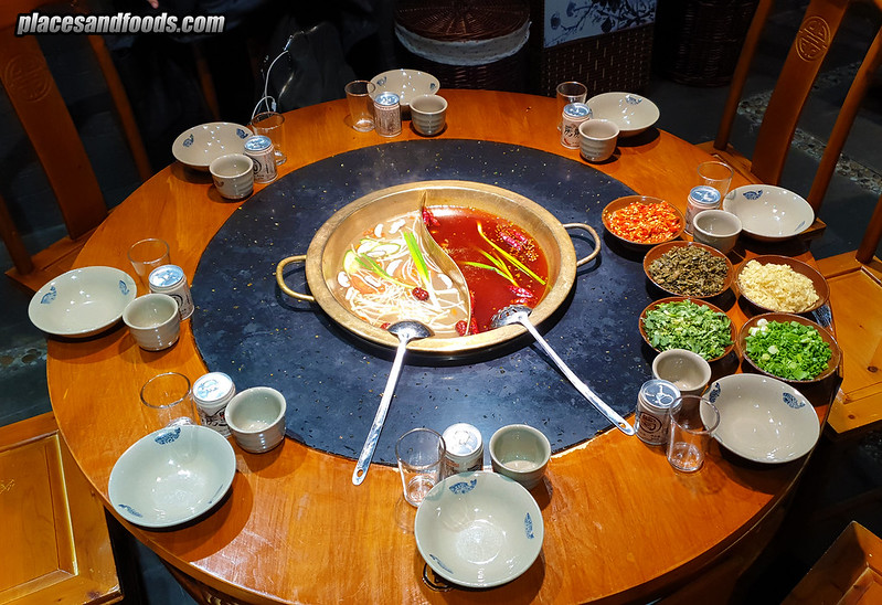 Le Shan Hotpot Restaurant 房房燭火鍋 table