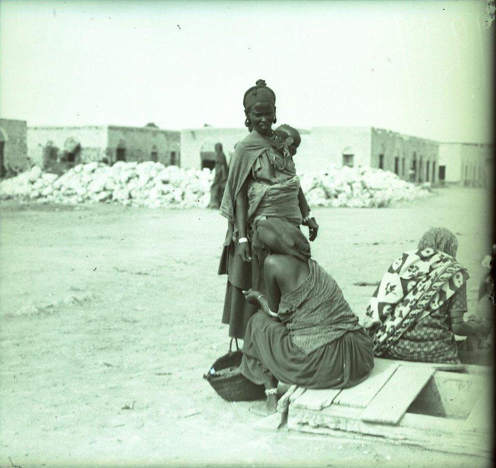 108. Джибути. Группа женщин