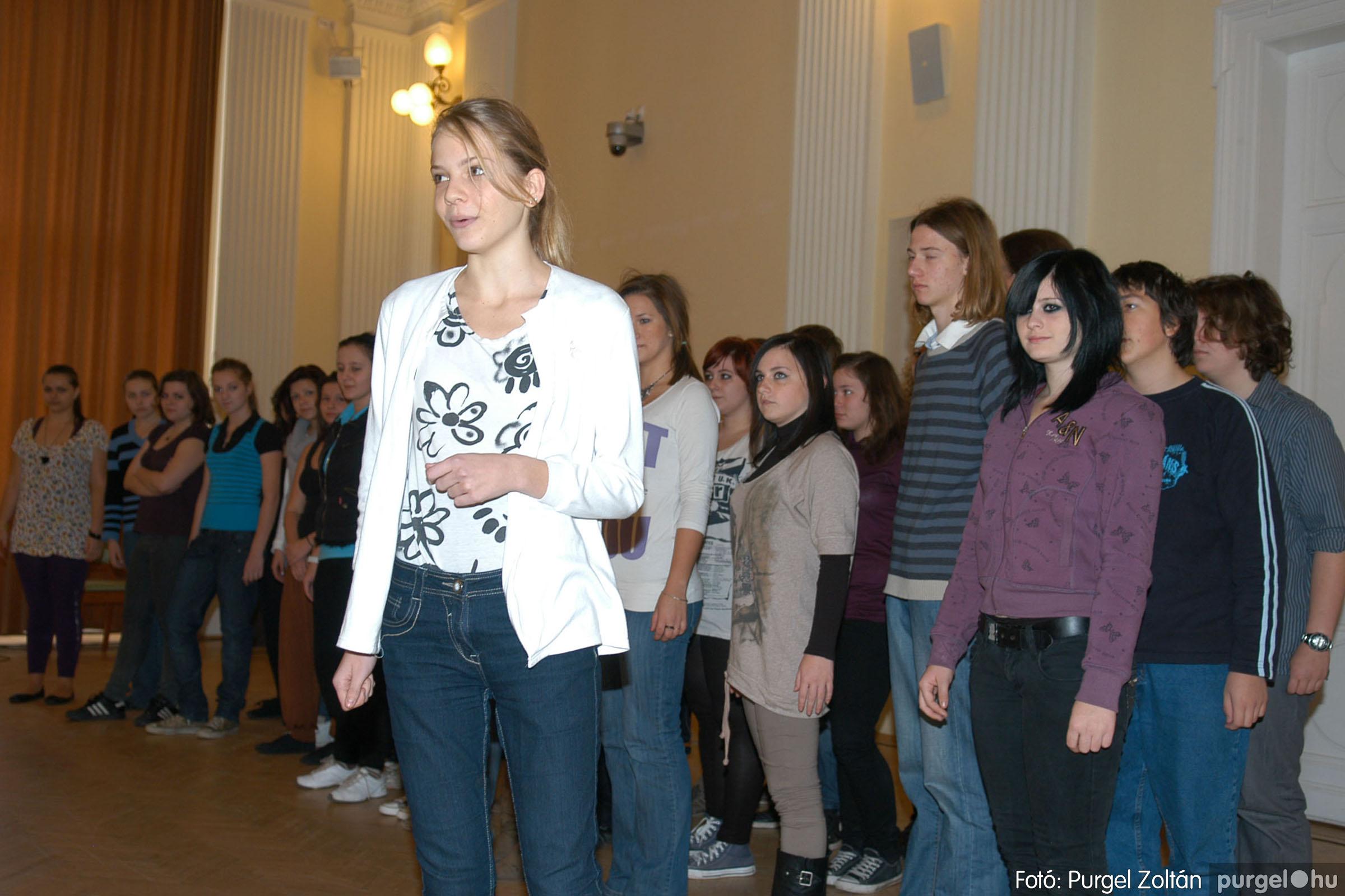 2010.10.28. 102 Szegvár és Vidéke Takarékszövetkezet takarékossági világnap rendezvény - Fotó:P. Z..jpg