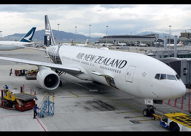 B777-219/ER | Air New Zealand | ZK-OKE | HKG