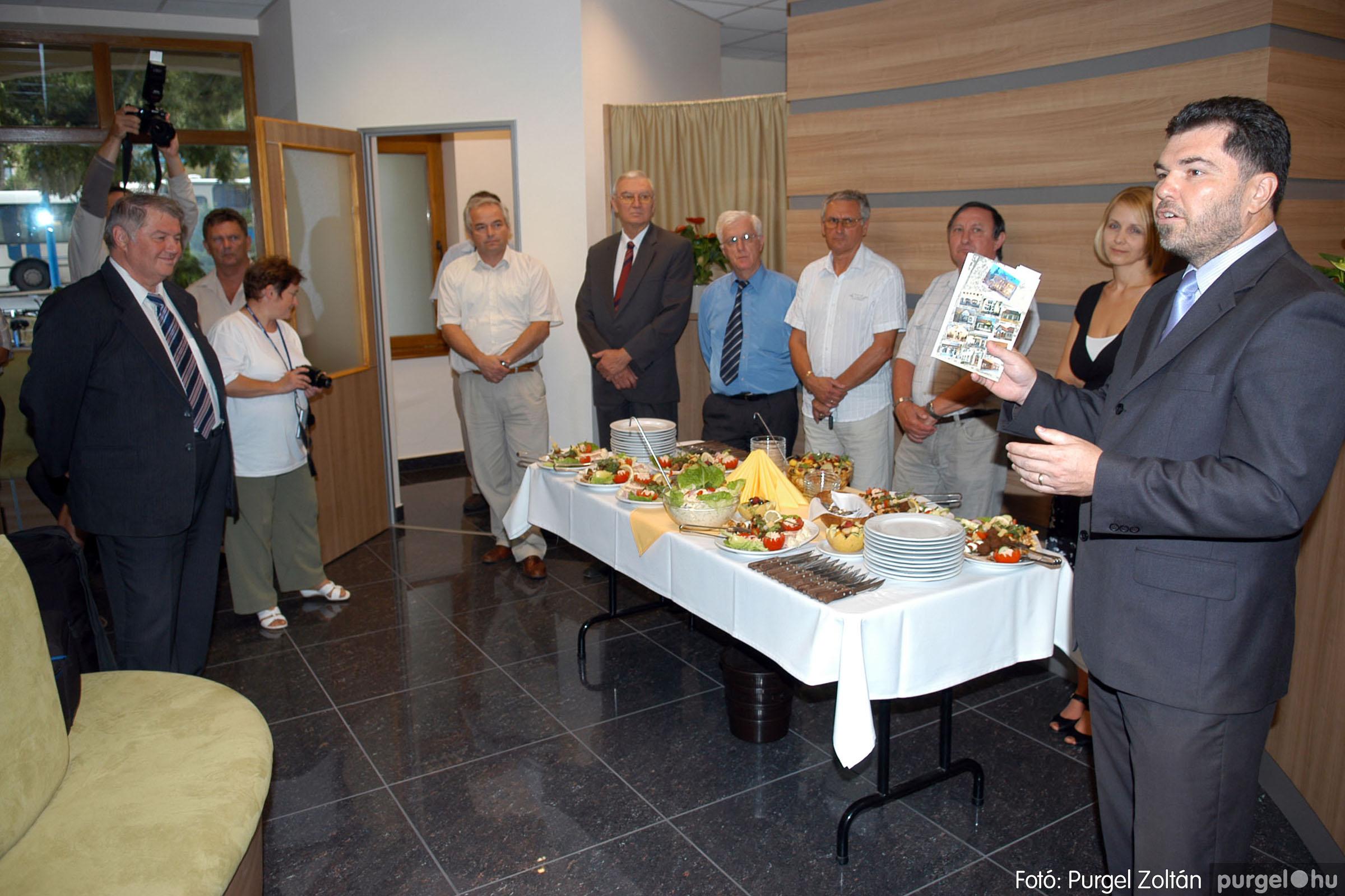 2011.07.22. 005 Szegvár és Vidéke Tak. Szöv. felújított szentesi kirendeltség megnyitó.jpg