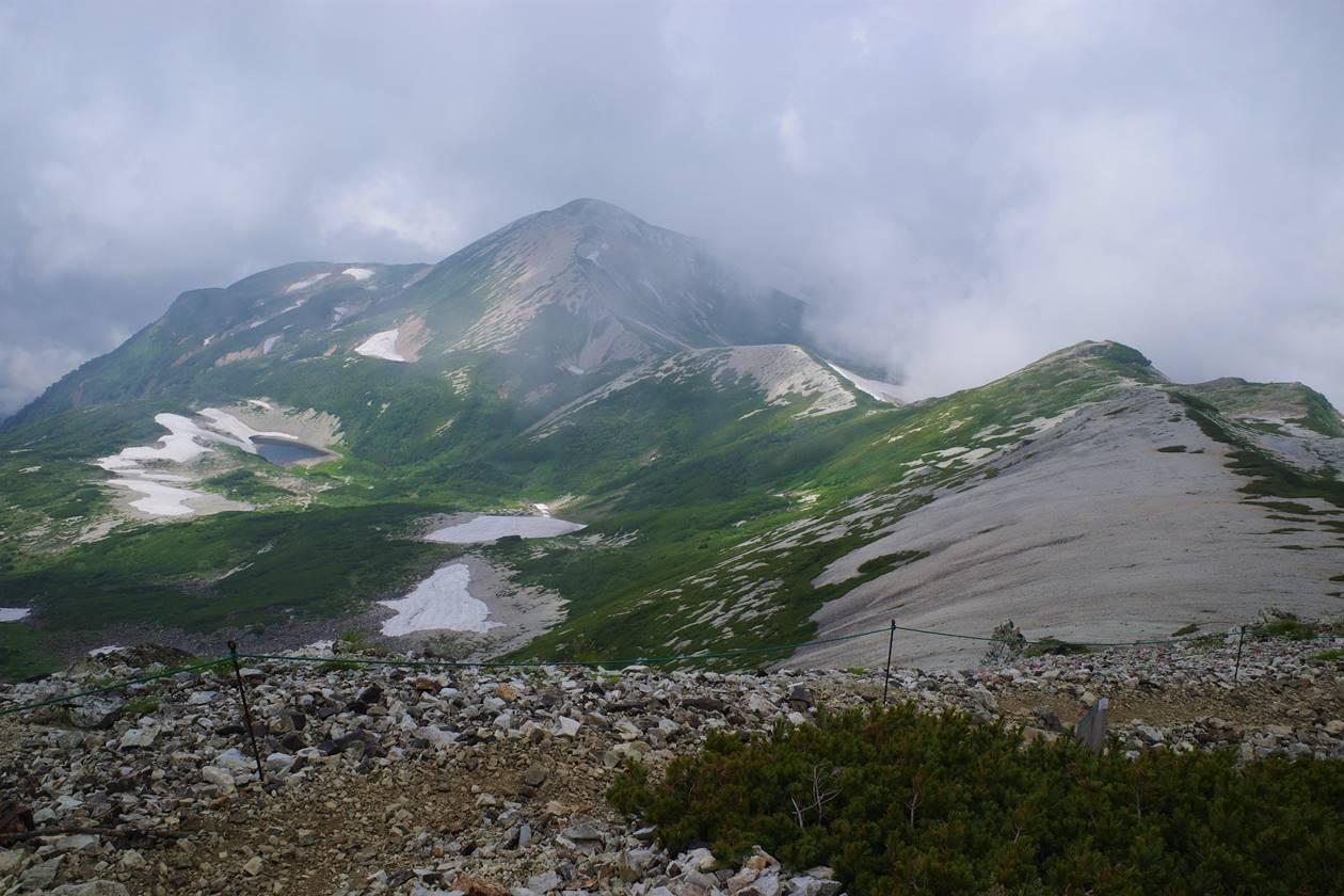 雪倉岳と長池