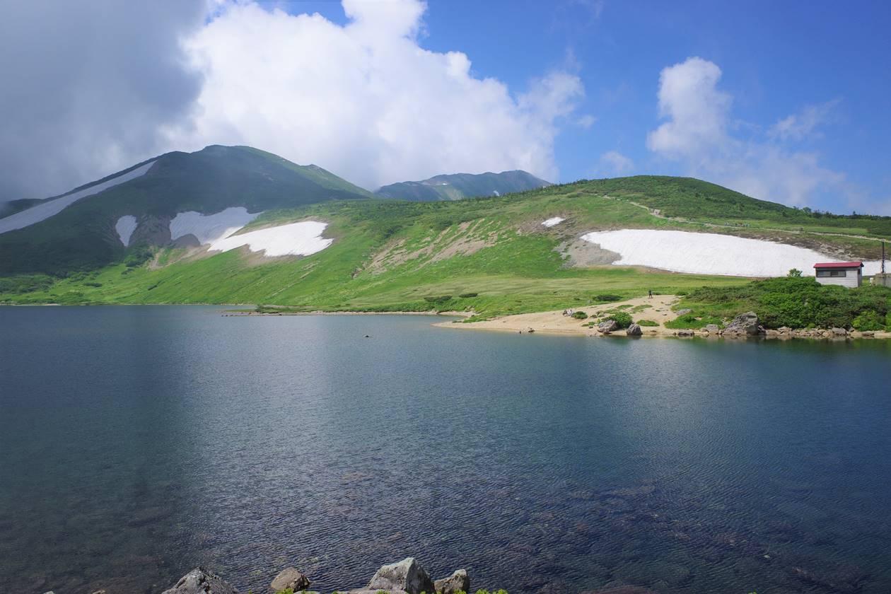 白馬大池から眺める白馬岳の稜線
