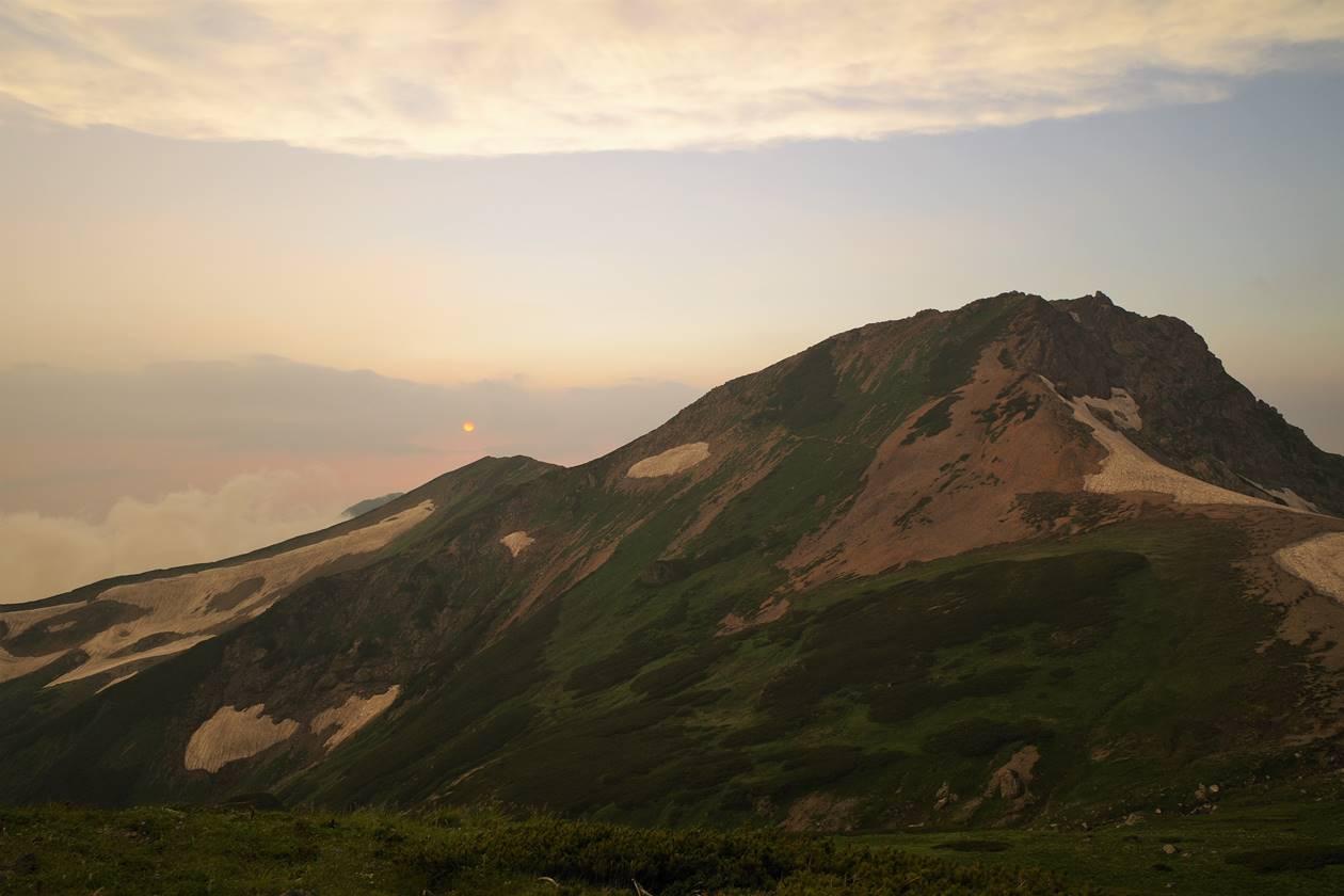 白馬旭岳と夕日