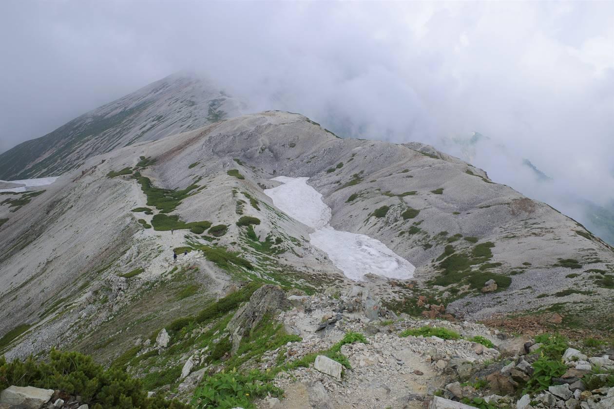 白馬岳の残雪と白砂