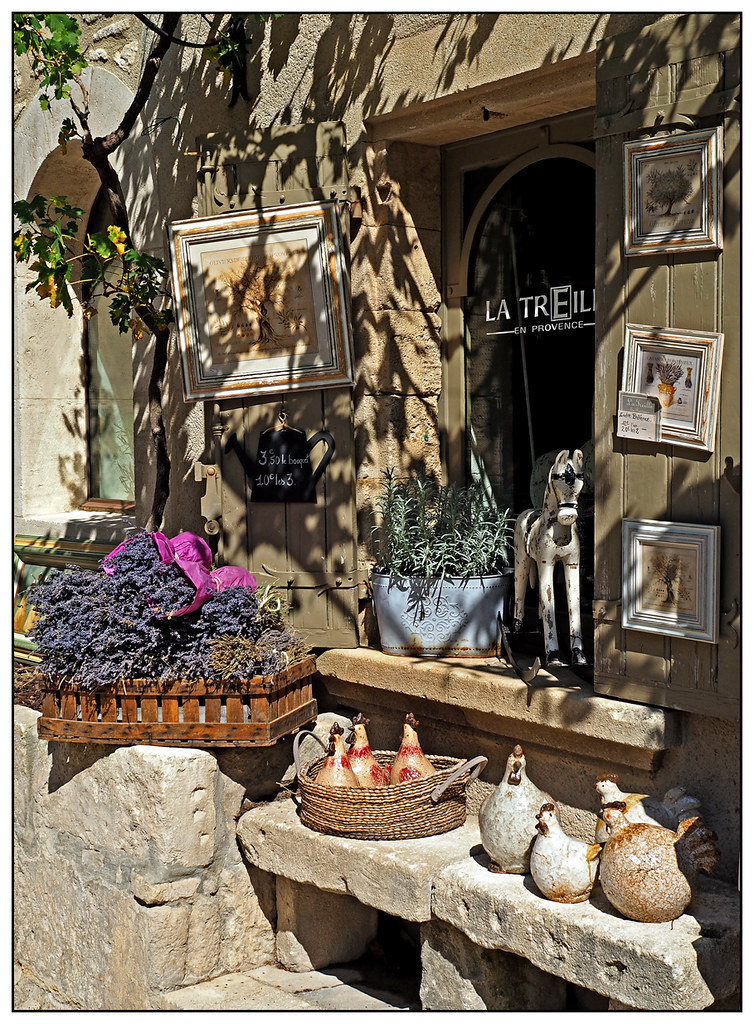 2014-0264 - Shop in Baux-de-Provence, France.