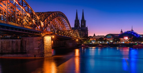sunset rhine river cathedral bridge cologne bluehour available light sunstars blue longtimeexposure night nightphotography dom zu köln hohenzollern brücke rhein flus