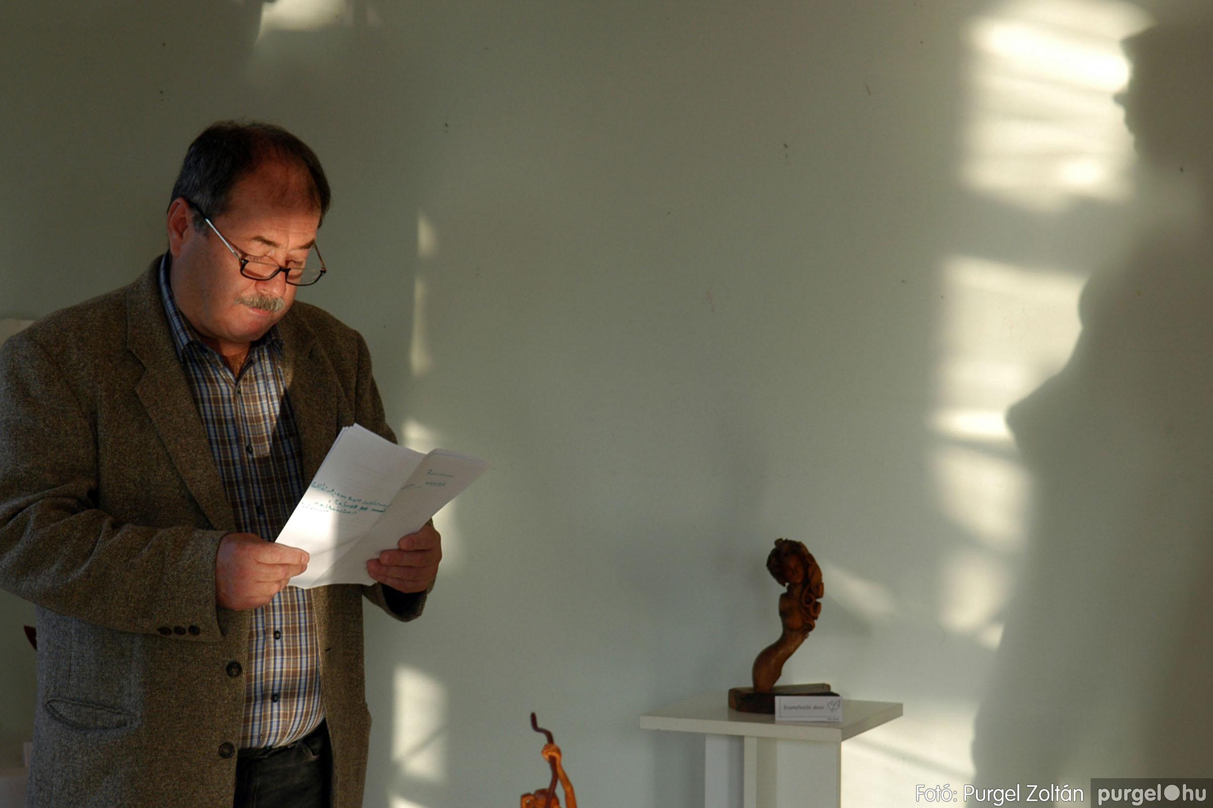 2013.10.26. 008 Tóth József fafaragó kiállítása Szentesen - Fotó:PURGEL ZOLTÁN© DSC_0019q.jpg