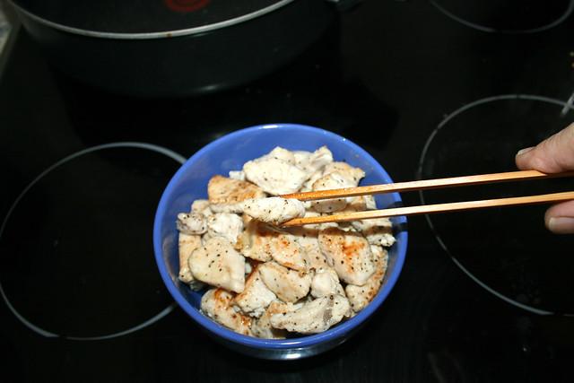 13 - Putenfilet entnehmen & bei Seite stellen / Remove turkey filet & put aside