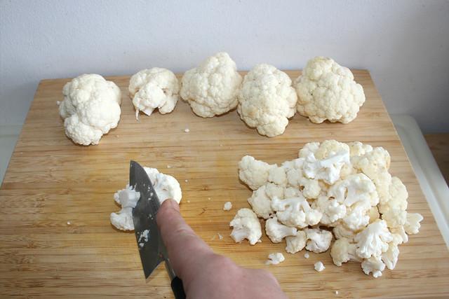 04 - Blumenkohl in Röschen zerteilen / Cut cauliflower in florets