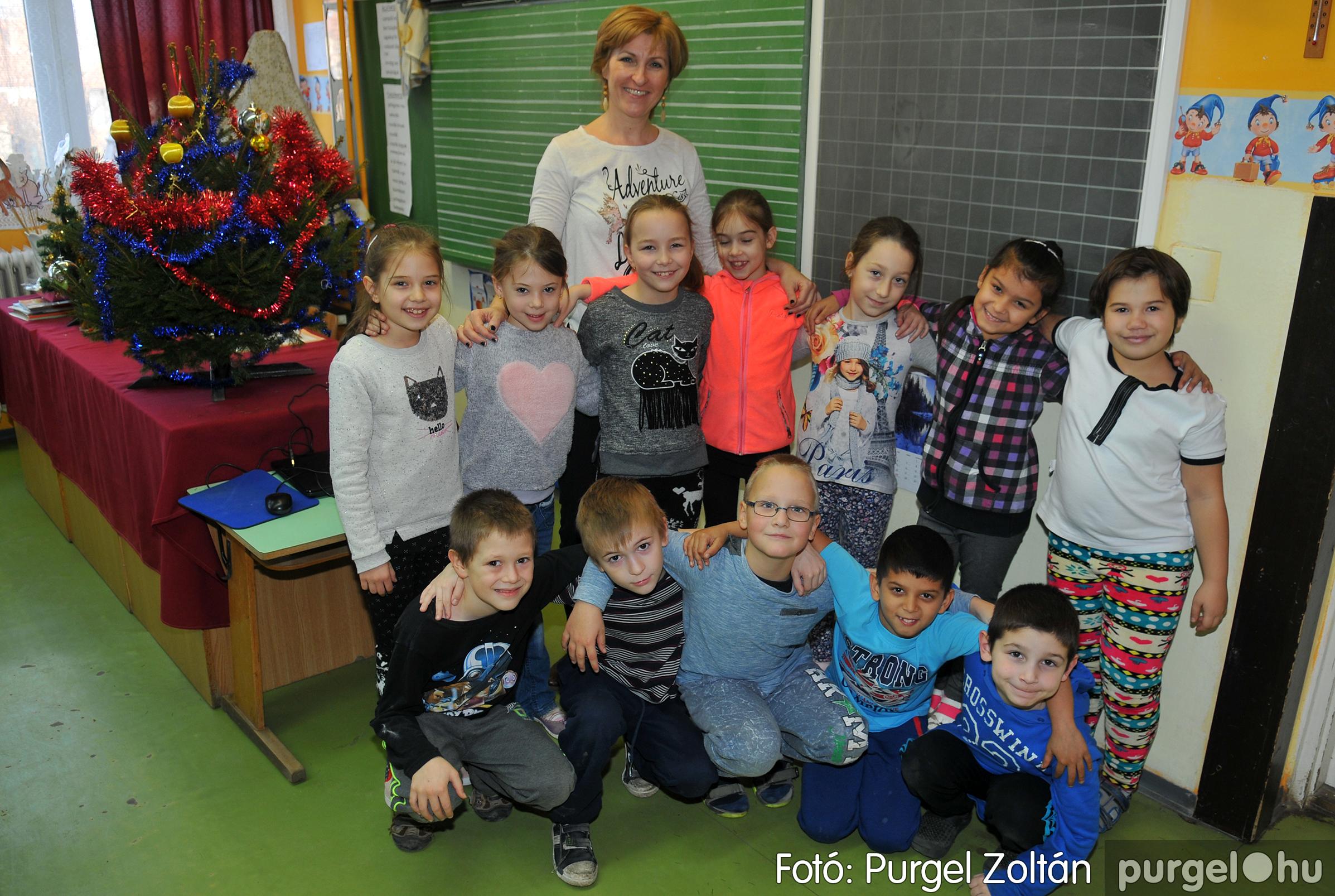 2016.12.16. 005 Forray Máté Általános Iskola ajándék fotózás - Fotó:PURGEL ZOLTÁN© D3K_6868q.jpg