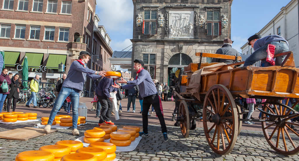 Gouda, The Netherlands. Traditional cheese market | Your Dutch Guide