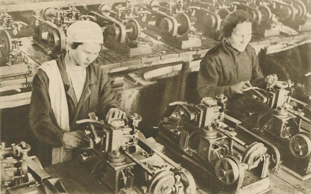 57 Витебская очковая фабрика. Шлифовальный цех. 1932 г.