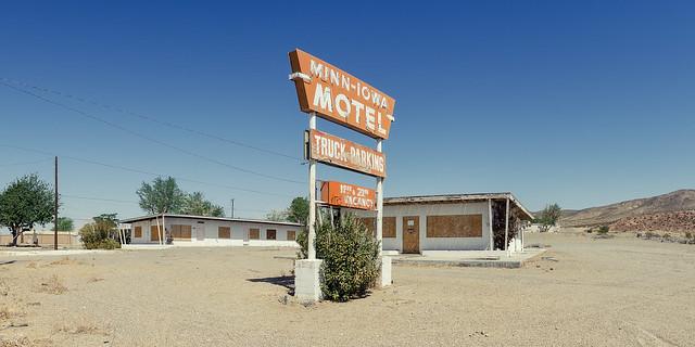 minn-iowa motel. barstow, ca. 2013.