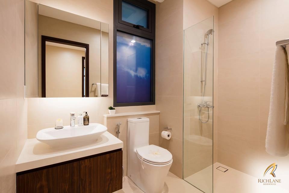 Ảnh thực tế nội thất thiết kế trong nhà vệ sinh của RichLane Residences.