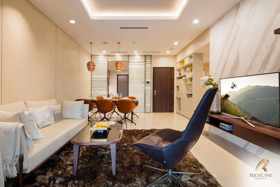 Nội thất bên trong căn hộ RichLane Residences, một góc phòng khách và phòng ăn.