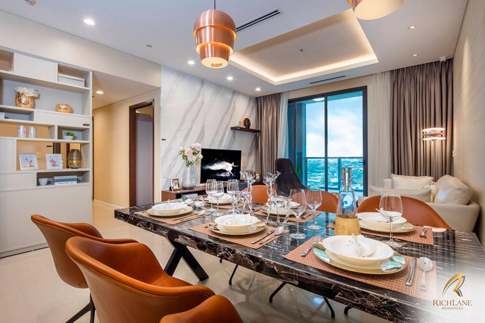 Phòng khách và phòng ăn.