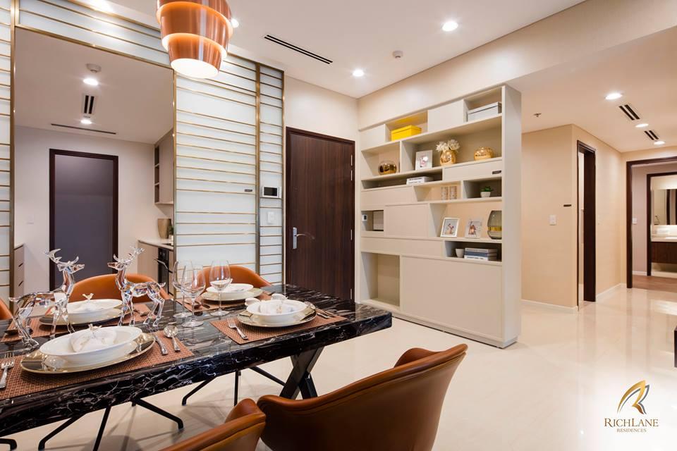 Phòng ăn và một góc khu phòng khách, căn hộ 3 phòng ngủ.