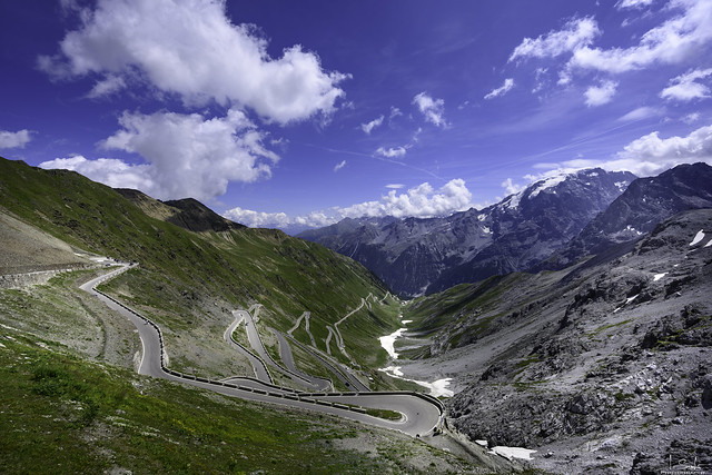 Serpentine from Passo dello Stelvio - Italia