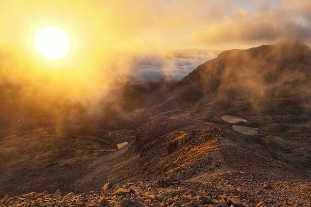 Dawn on the ridge | Aube sur la crête