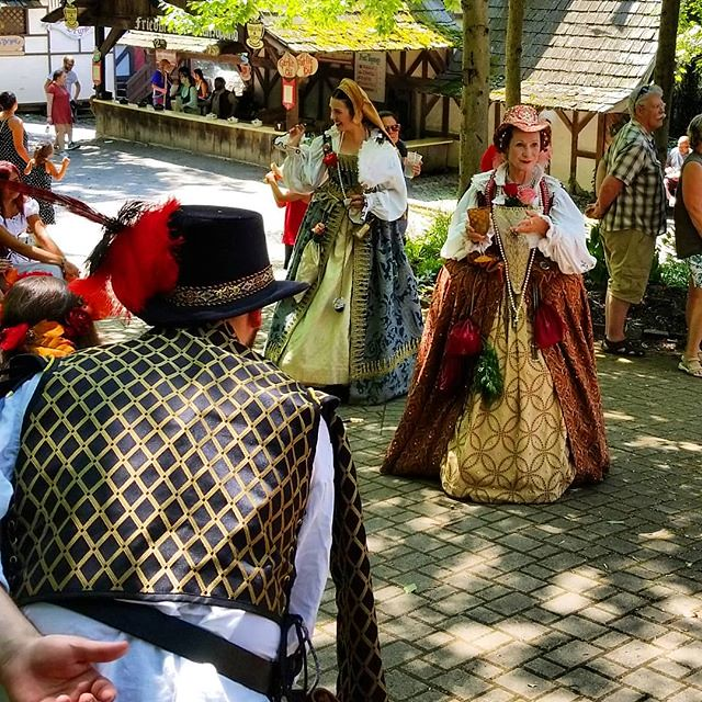 This weekend was our annual trek to the Sterling Renaissance Festival! One gentleman bows before the Queen, whilst another is oblivious to royalty behind him. More to come later! #sterlingrenaissancefestival