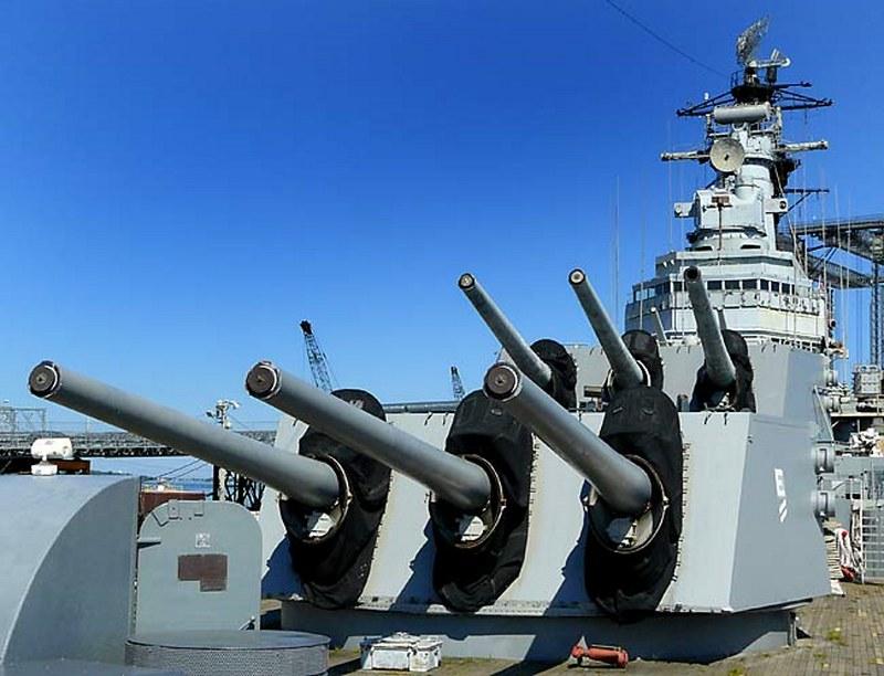 USS Salem 00004