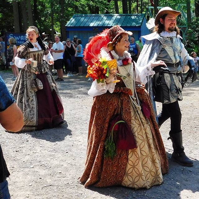 Her Royal Highness the Queen, with some attendant she'll most likely have killed in the morning. And one of her attendants, looking truly radiant this day. #sterlingrenaissancefestival