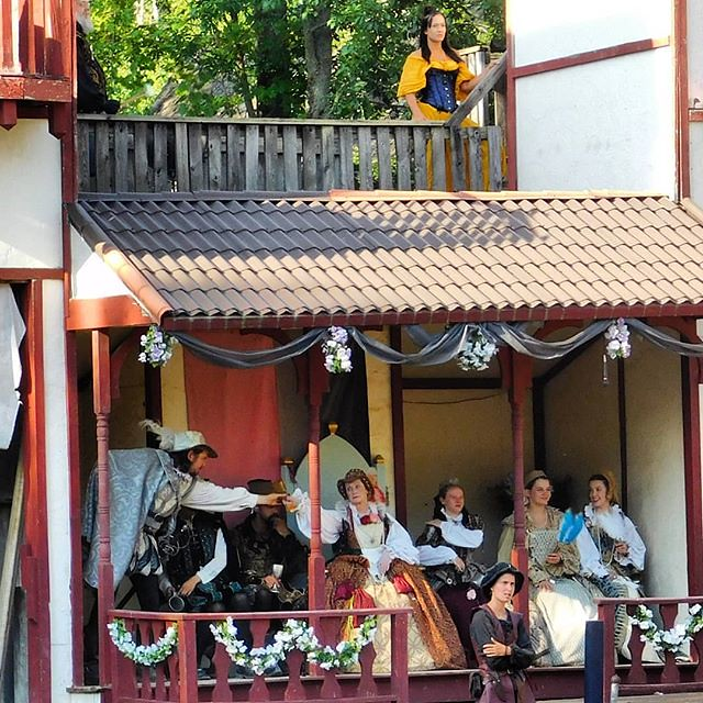 What intrigue plays out on yonder stage whilst we groundlings attend upon the tourney? Hmmm! #sterlingrenaissancefestival