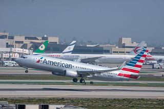 American Airlines Boeing 737-800 N950NN