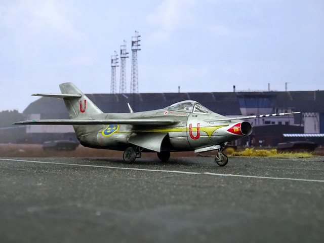 """1:72 Saab P29G """"Kurviga Tunnan"""" a.k.a. """"Karpen""""; 2nd prototype """"Röd Urban"""" (s/n 29488), fitted with experimental 45° wings, Swedish Air Force during high speed trials; Malmslätt, Sweden, summer 1959 (Whif/Matchbox kit conversion)"""
