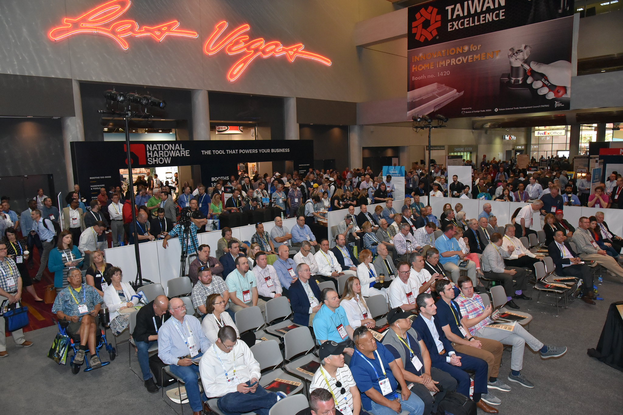 Participants at national hardware show 2019   national hardware show 2020 (nhs)
