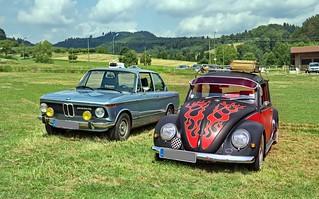 VW Käfer und BMW 2002TI