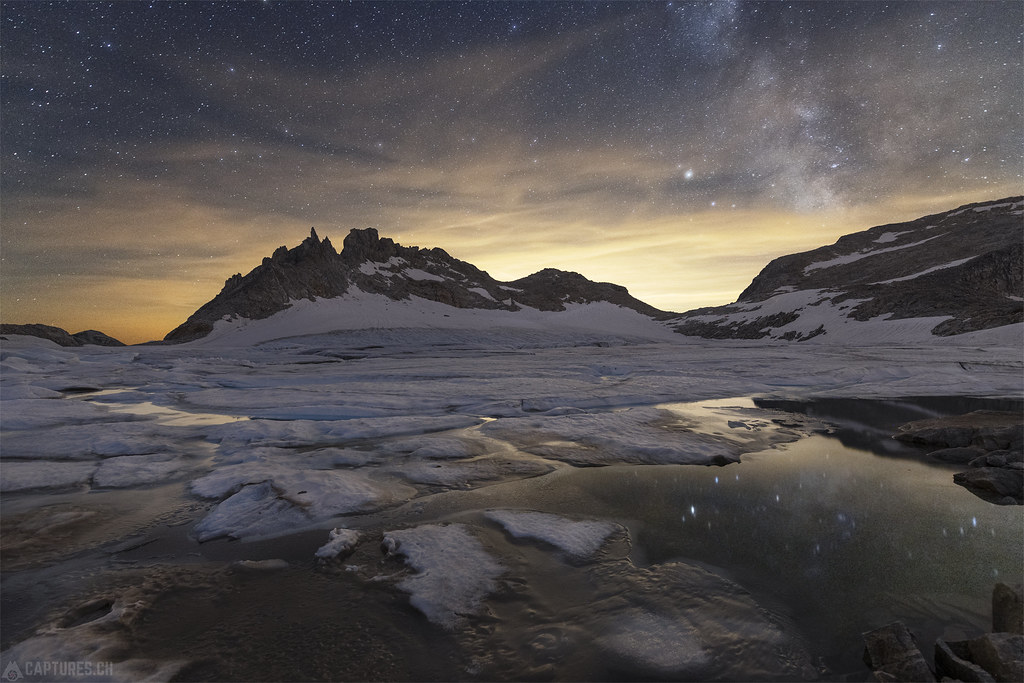 Milky way over the ice lake - Gerenpass