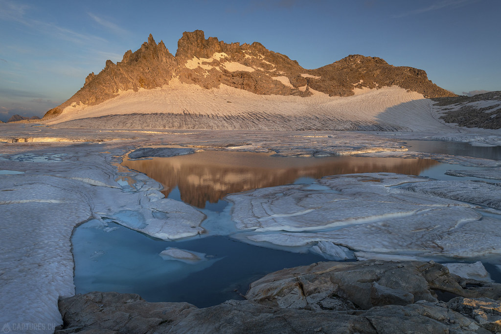 Blue ice at sunset - Gerenpass
