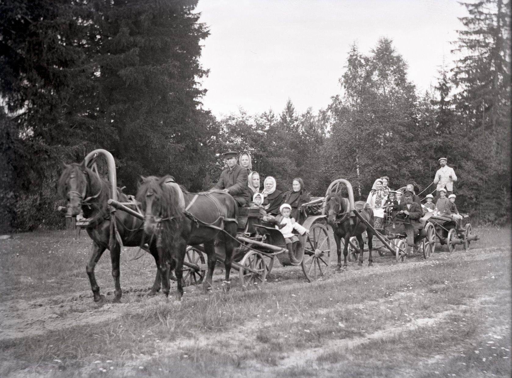 22. 1897. В деревне.