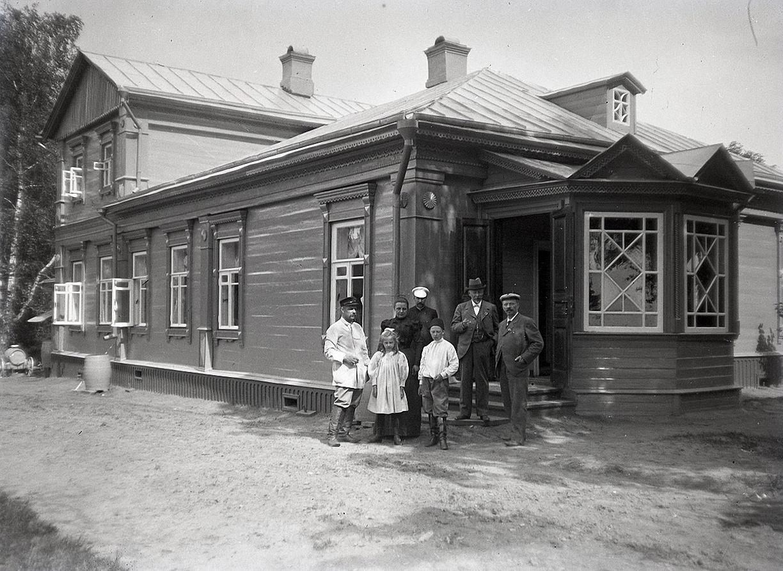 11. 1897. Роман Васильевич Живаго с домочадцами и гостями